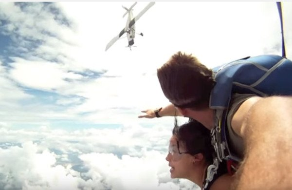 skydiver-plane