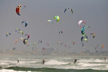 Giant Kite Surfing Parade Breaks Record in Cape Town