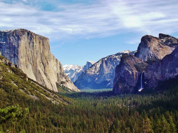 Yosemite_Valley_from_Wawona_Tunnel_view,_vista_point.