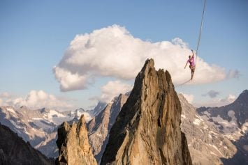 Watch This Hair-Raising Highline Crossing at 10,000 Feet