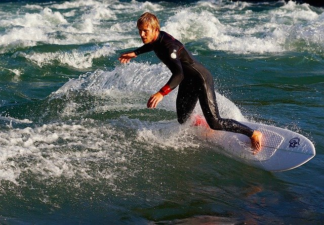 surf-825093_640