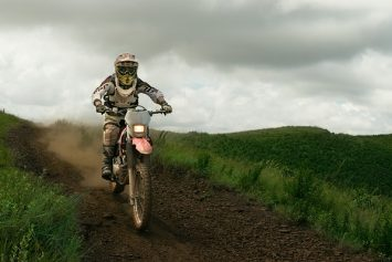 How to Prevent Handlebar Hand Numbness When Off-Roading