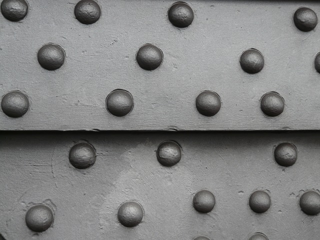 should your boat have rivets or welds